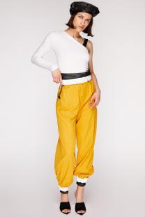 Orange-sporty-pants-with-fishnet-1